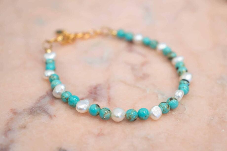 Handgemaakte armband met zoetwater-parel met schelp turquoise