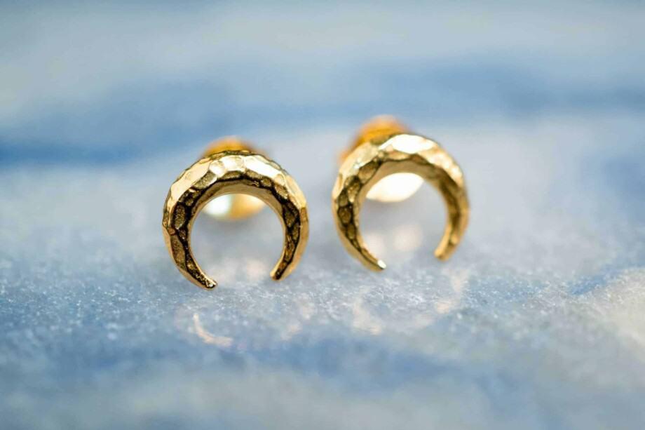 Gouden oorbellen 'Crescent Moon' van Goud Vermeil