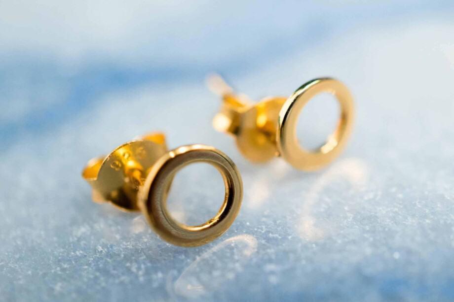 Gouden oorbellen 'Mini Circle studs' van Goud Vermeil