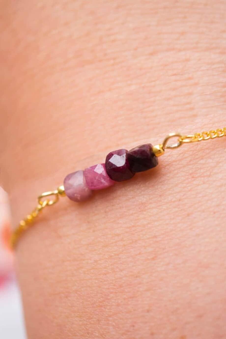 Gouden edelsteen armband met rode 'Toermalijn'