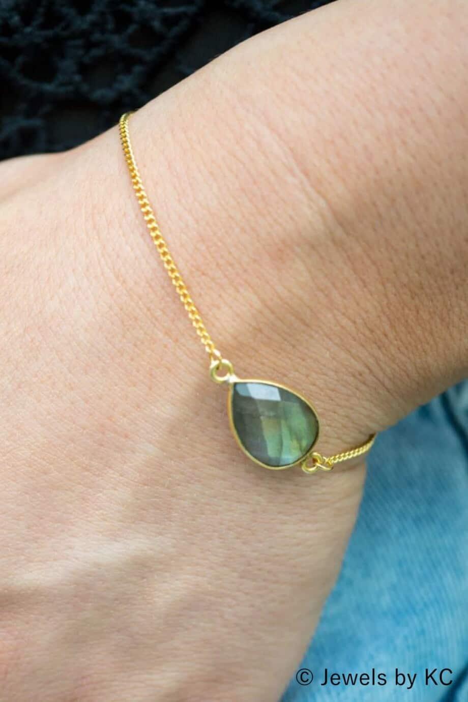 Handgemaakte Gouden armband met Labradoriet edelsteen