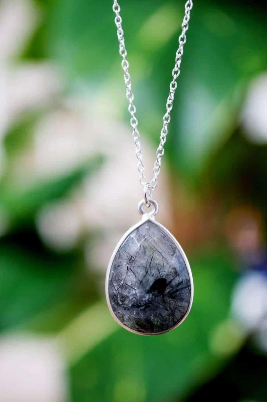 Zilveren ketting met zwarte rutielkwarts edelsteen