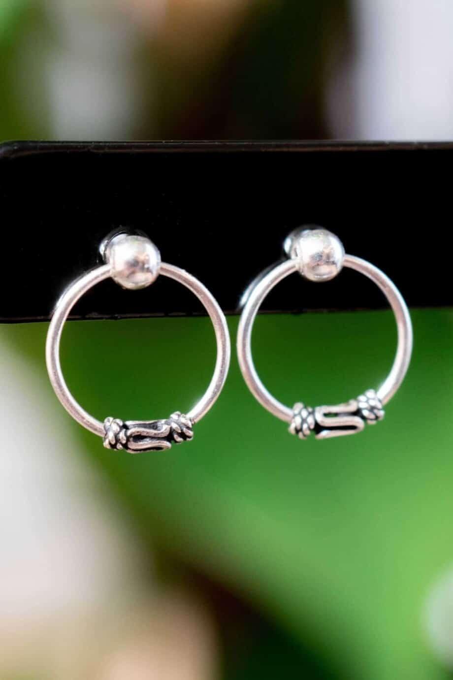 Zilveren 'Bali studs' oorbellen
