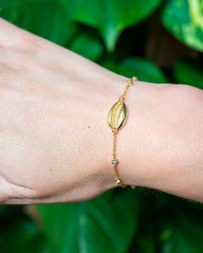 Gouden armband 'Kauri schelp' met Zirkonia