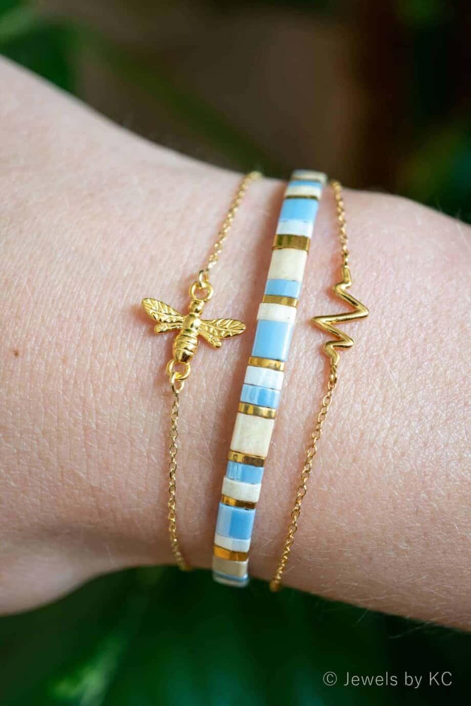 Goud Vermeil armband Buzzing Bee en Miyuki Pastel Blue en Heartbeat Goud Vermeil armband