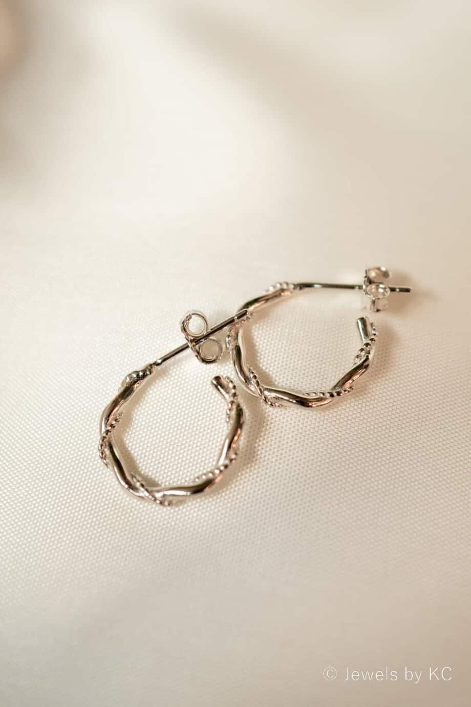 Zilveren stud oorbellen 'Snake Hoops'