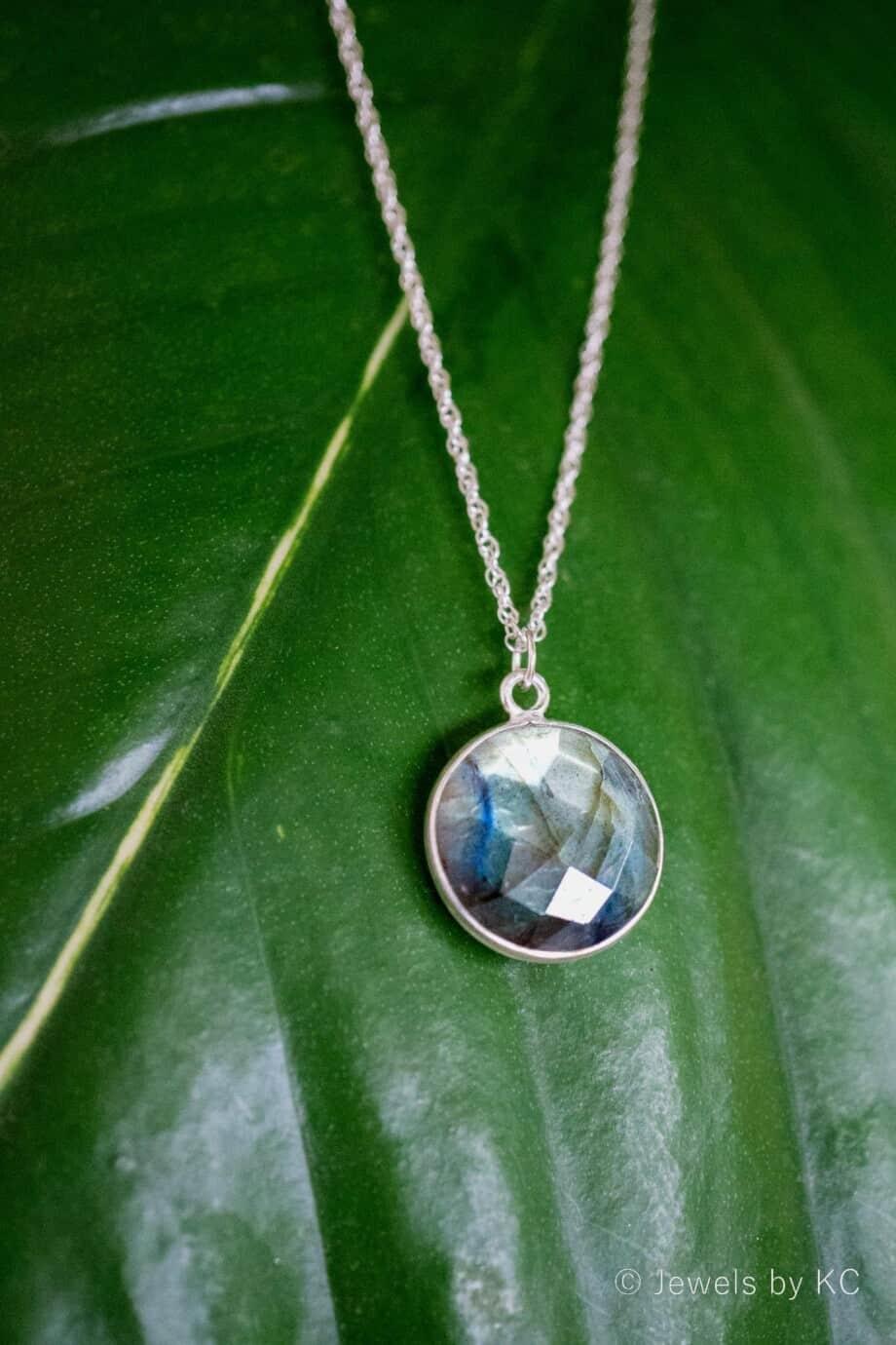 Zilveren-edelsteen-ketting-blauwe-Labradoriet van Sterling Zilver
