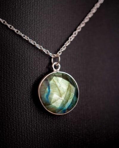 Zilveren edelsteen ketting groen-blauwe Labradoriet hanger van Sterling Zilver