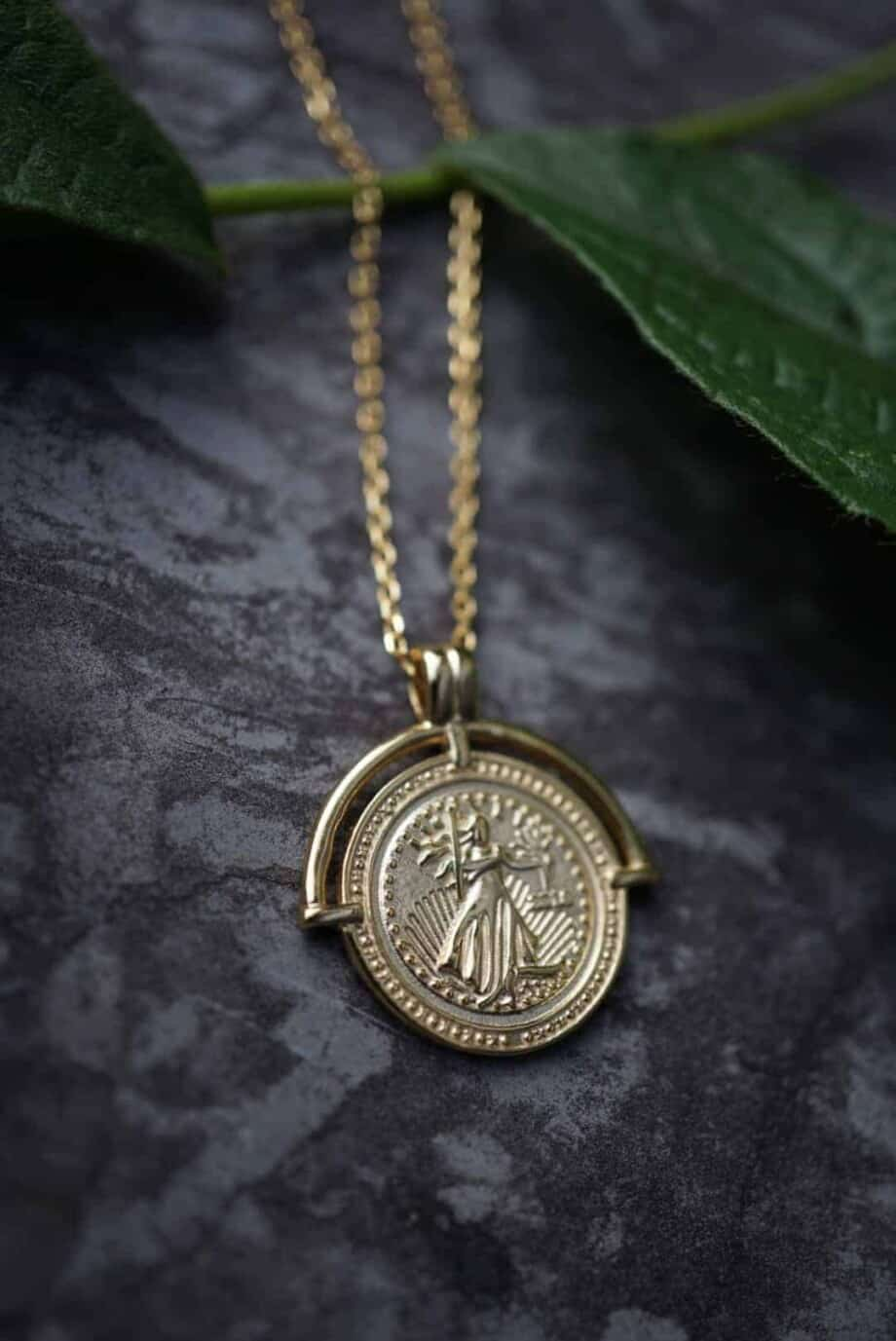 Gouden ketting met hanger 'Griekse godin' van Goud op Zilver