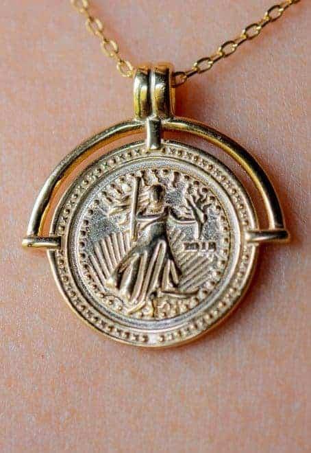 Gouden-ketting-met-hanger-Griekse-godin