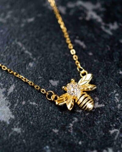 Gouden ketting met hanger 'Honey Bee' van Goud op Zilver