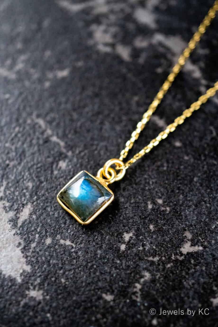 Gouden edelsteen ketting 'Square' blauwe Labradoriet van Goud op Zilver