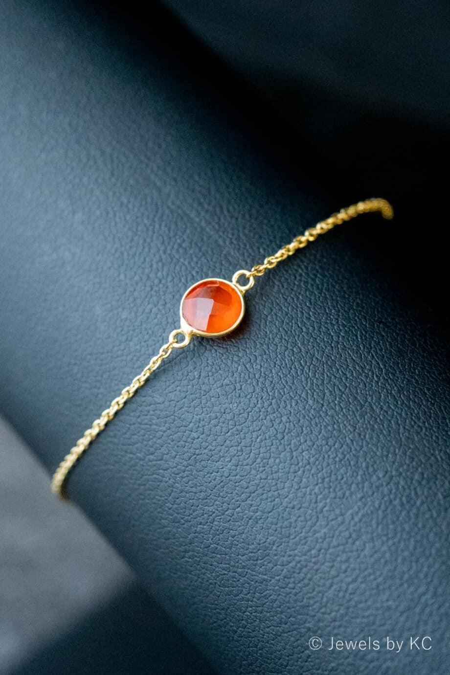 Gouden-edelsteen-armband-oranje-rode-Onyx-van-Goud-op-Zilver