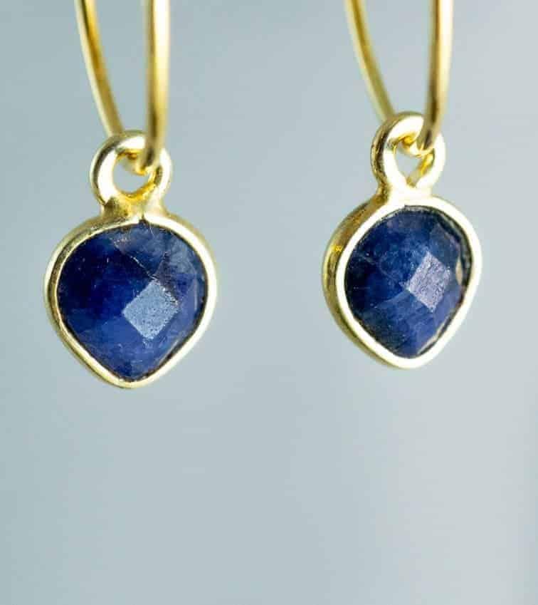 Gouden-edelsteen-oorbellen-blauw-Saffier-Goud-op-Zilver