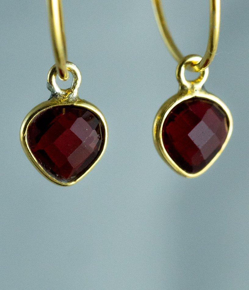 Gouden-edelsteen-oorbellen-rode-Granaat-Goud-op-Zilver-zoom
