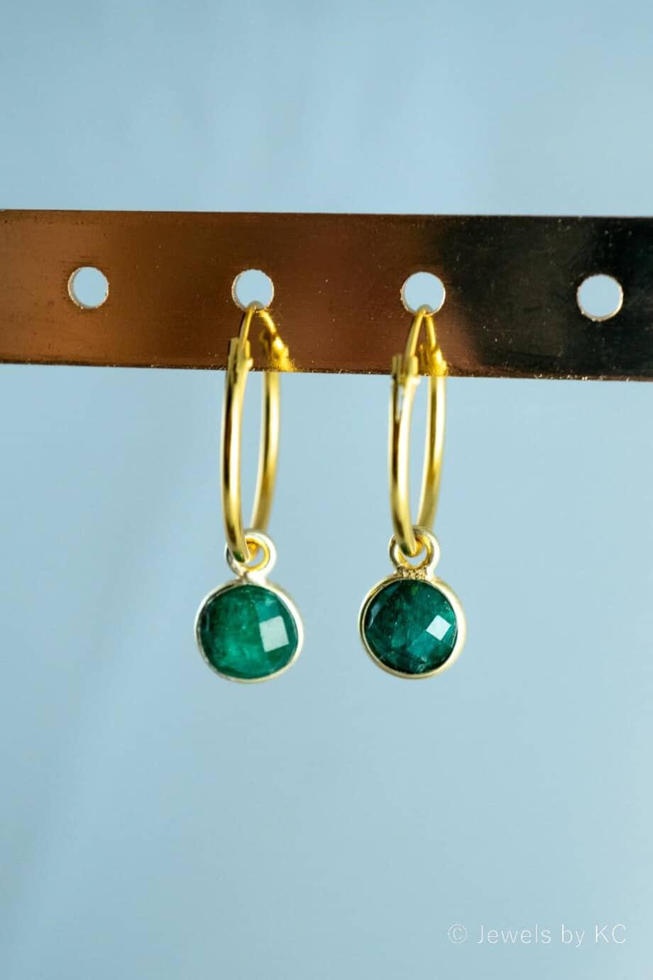 Gouden-edelsteen-oorbellen-groene-Emerald-Goud-op-Zilver