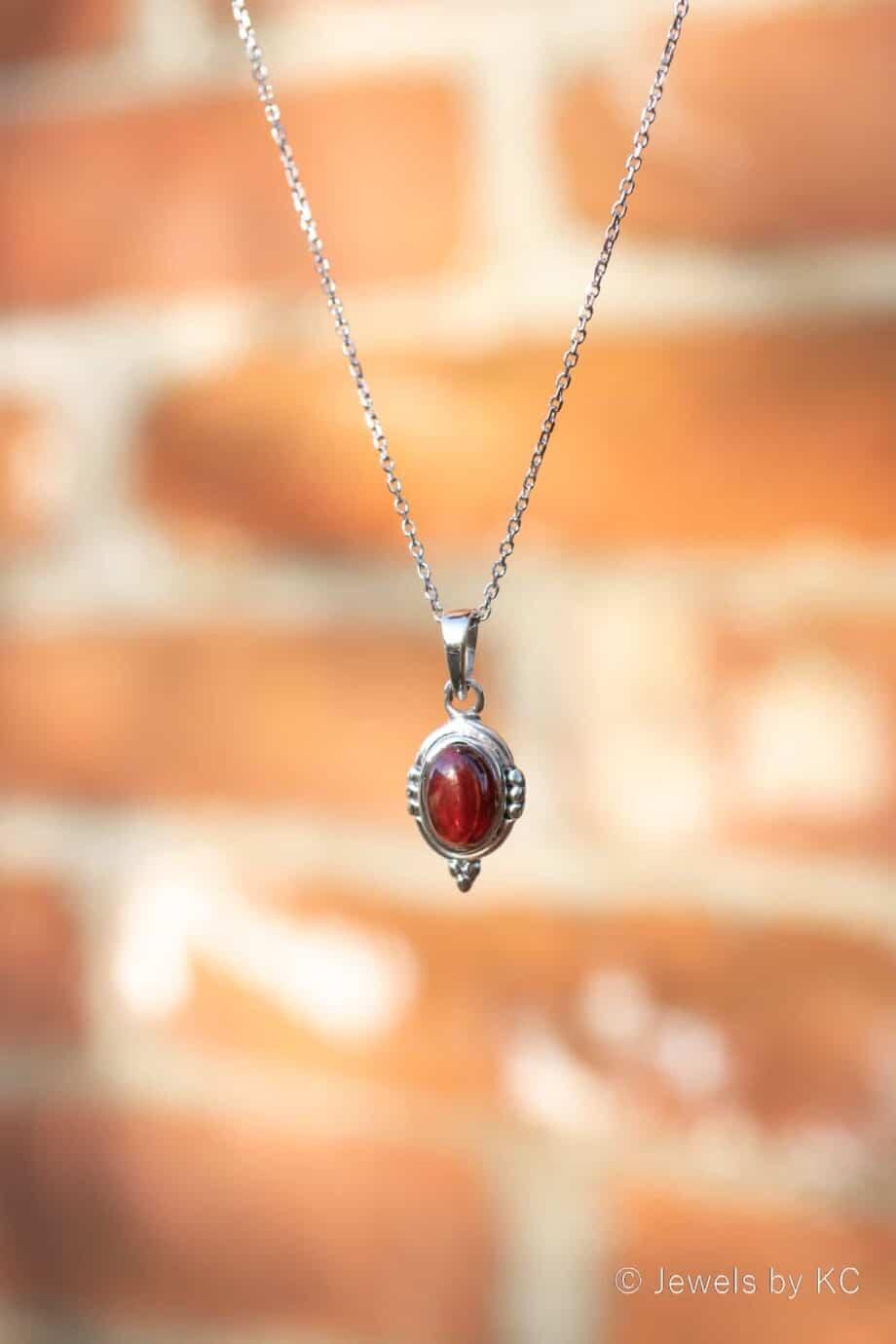 Zilveren edelsteen ketting met rode 'Granaat' hanger van Sterling Zilver