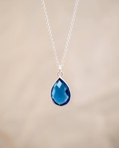 Zilveren ketting met blauwe 'Ioliet' watersaffier edelsteen.
