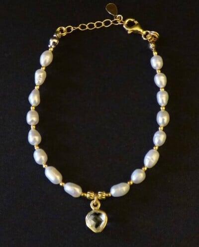 Gouden armband van witte Zoetwater parels met Kristal edelsteen van Goud op Zilver