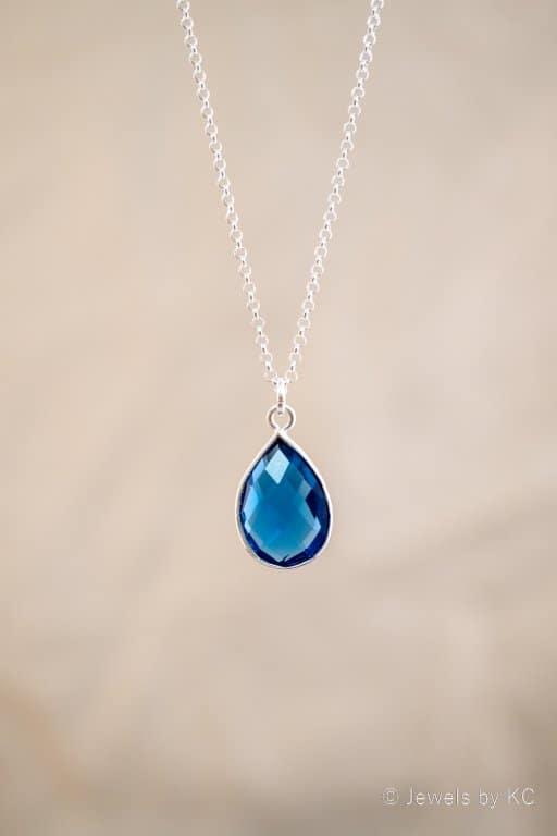 Zilveren ketting met blauwe 'ioliet' edelsteen