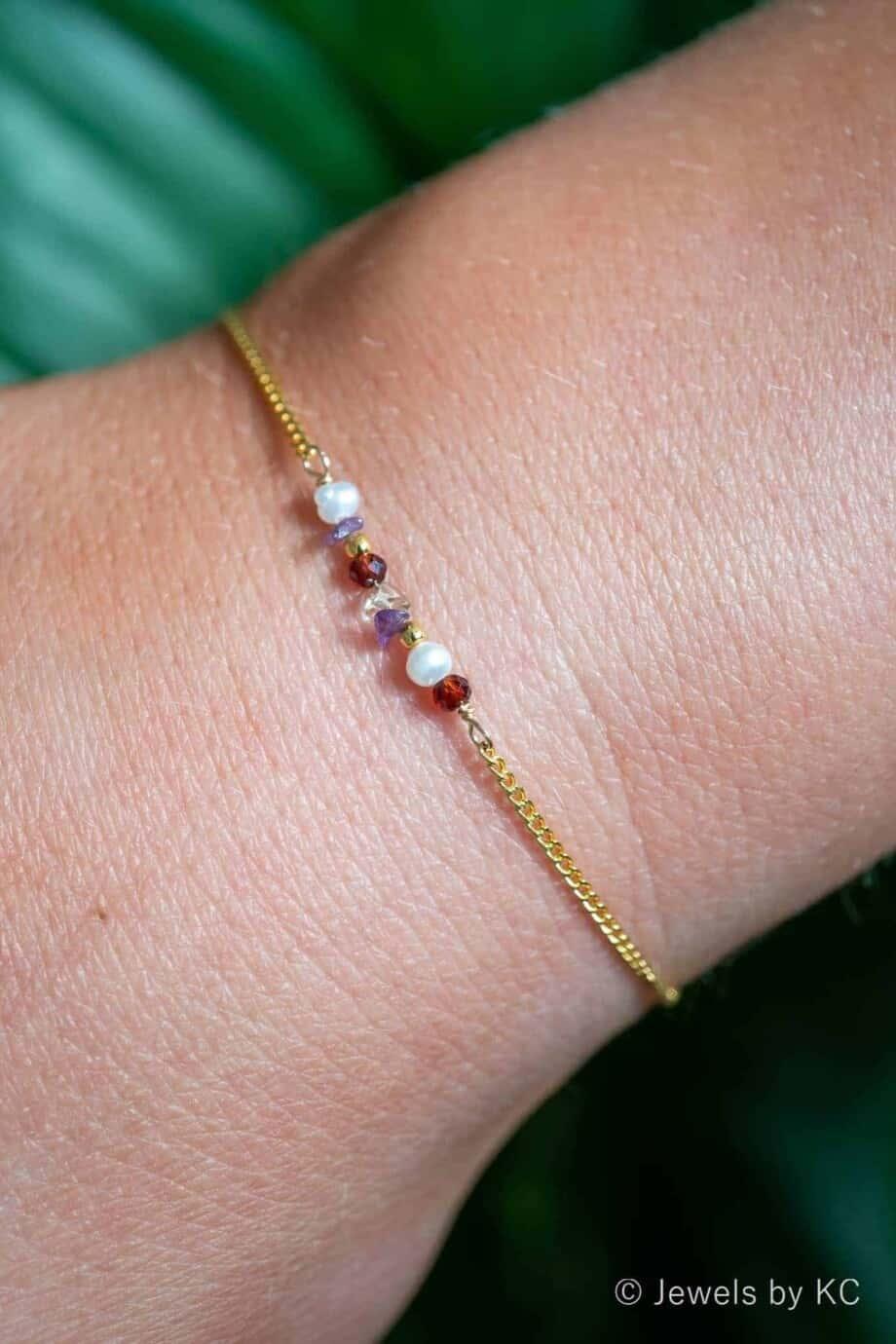 Gouden edelsteen armbandje met rode Granaat en paarse Amethist