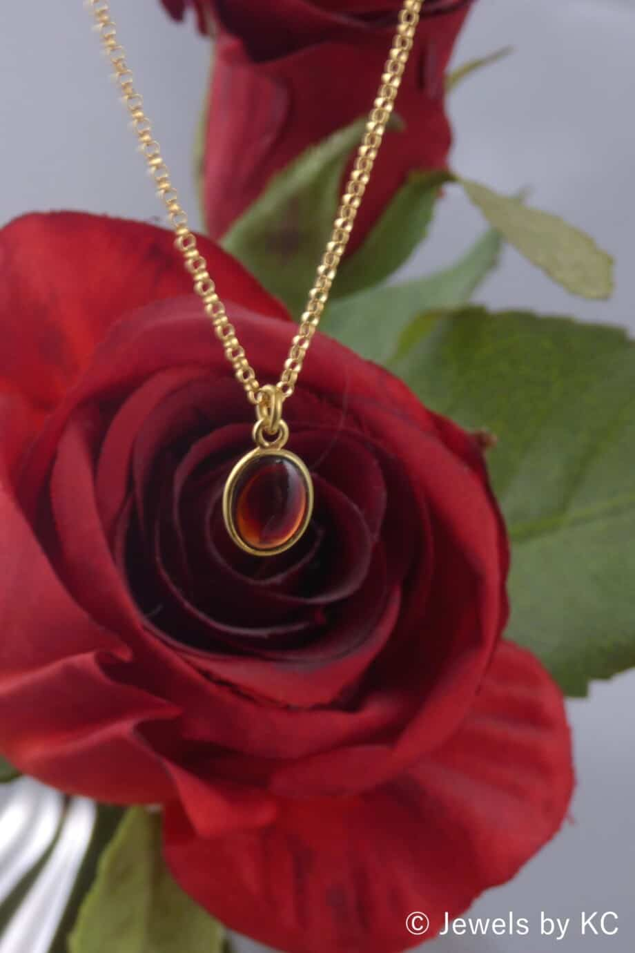 Gouden Goldfilled ketting met ovale rode granaat edelsteen van Goud op Zilver
