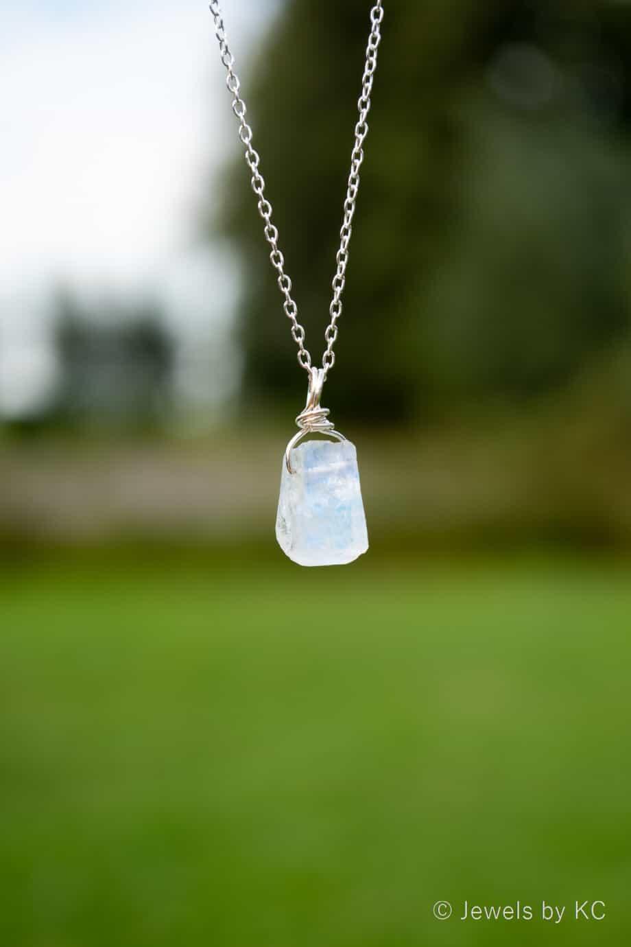 Zilveren-edelsteen-ketting-Ruwe-maansteen-Rainbow-moonstone-van-Sterling-Zilver