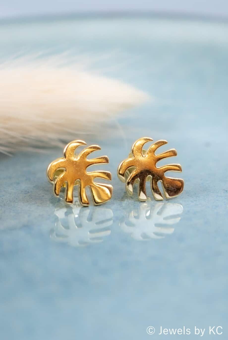 Gouden oorbellen 'Monstera leaf' van Goud op Zilver