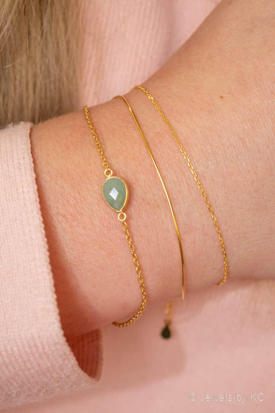 Gouden dunne armband met groene Aventurijn edelsteen van Goldplated Zilver